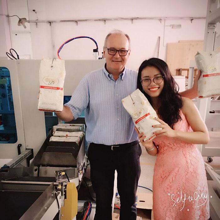 咖啡豆包装机器 国外客户选择固尔琦自动包装流水线