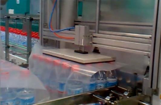 礦泉水自動包裝流水線 飲料自動裝箱機